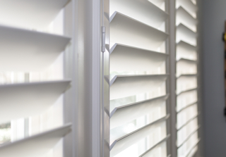 Plantation shutter louvers